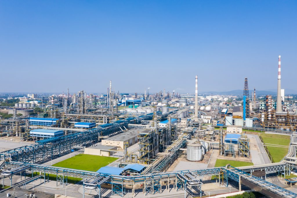 modern-petrochemical-oil-refinery